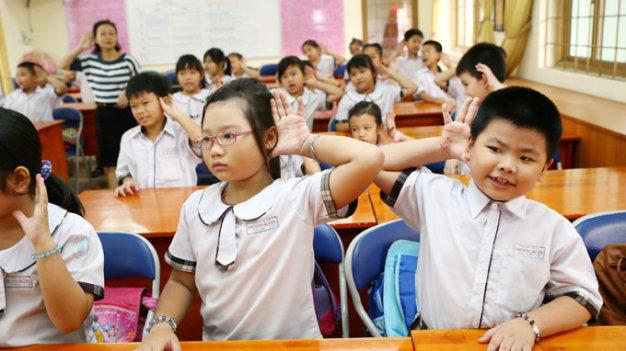 day-tieng-anh-the-nao-cho-hoc-sinh-cap-mot-1